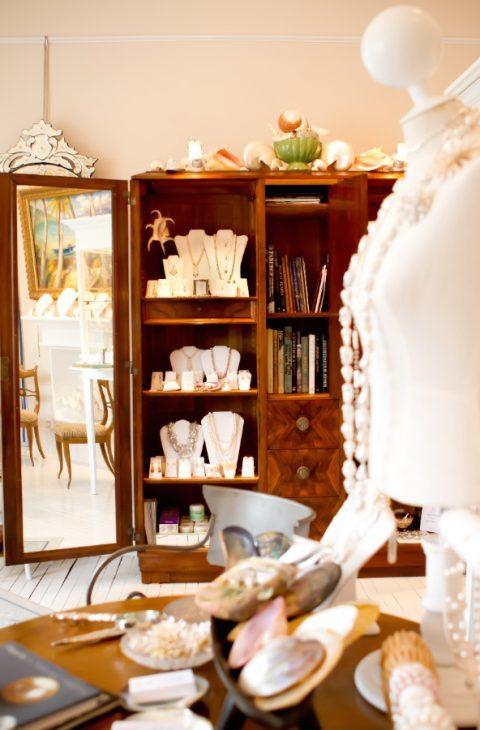 pearl salon shelf display